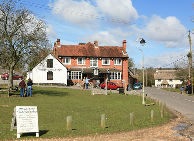 Trusty_Servant_Inn,_Minstead_-_geograph_org_uk_-_154931